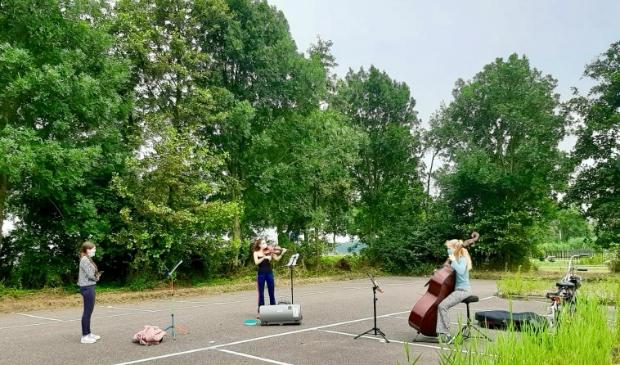 Repetitie op de parkeerplaats bij het Amstelbad