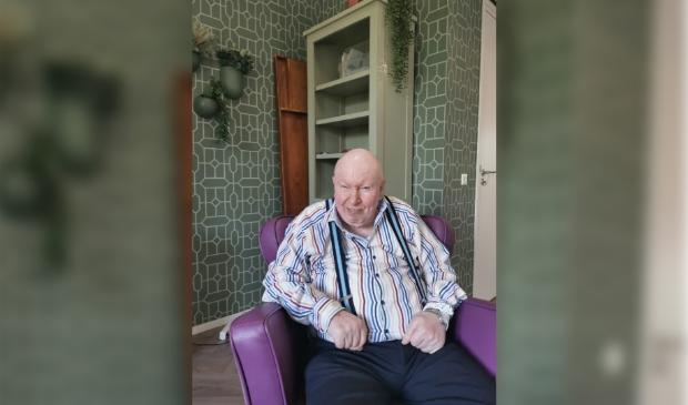 Ook meneer Elshout zit helemaal op zijn plek in de vernieuwde huiskamers  van zorgcentrum Parkzicht.
