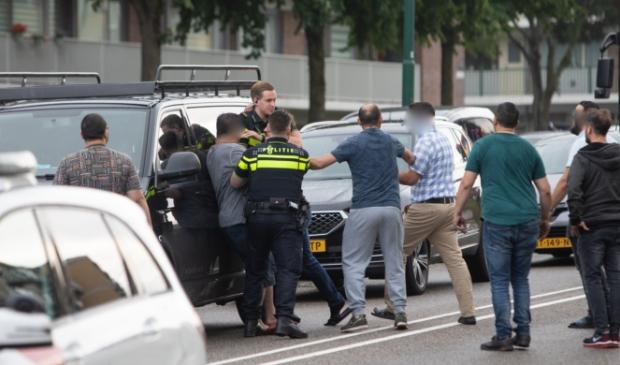 <p>Er ontstond een handgemeen tussen betrokkenen, omstanders en politie.</p>