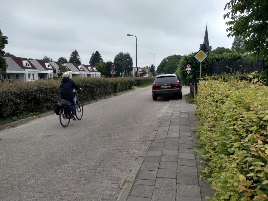 Wethouder Dekker heeft plannen om een snelfietstraat aan te leggen over de Parallelweg in Bunnik.
