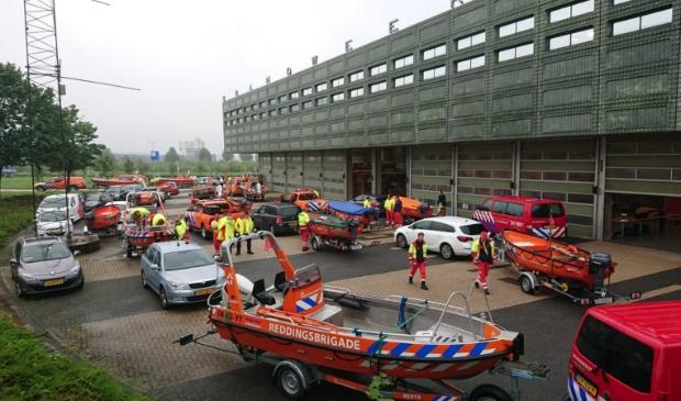 Alle voertuigen en vaartuigen bij brandweerpost Maastricht-Noord, klaar om ingezet te worden RB Hardinxveld © BDU media
