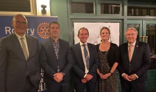 Het nieuwe bestuur: Ben Scholten, Arthur van Meekeren, Arie Jongejan, Monique van Rooyen, Kees van Baak.
