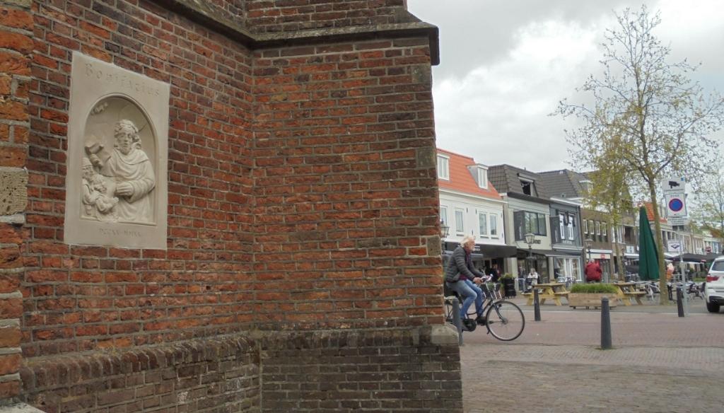 <em>Evenals in Wijk bij Duurstede: ingemetseld in een middeleeuwse kerk in het centrum.</em>  Kees Slijkerman  © BDU media