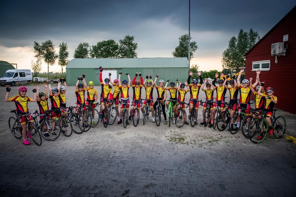 Als wegwielrenners na de jeugd doorstromen, kunnen ze kiezen hoe intensief ze willen trainen. Suzanne Heikoop | SHe Fotografie © BDU Media