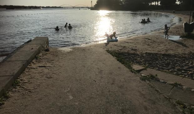 Zwemmen in de rivier Buiten de Waterpoort