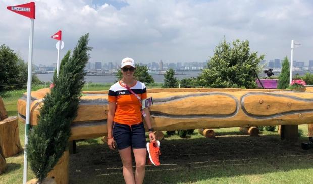 <p>Janneke Boonzaaijer is na de cross-country uit de Olympische eventingwedstrijd gehaald.</p>