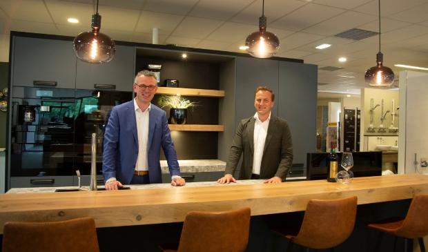 <p>Albert Fieret (links) en Ronnie Schut bij Van de Pol bouwen & wonen.&nbsp;</p>