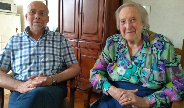 <p>Rob Verboog zoekt een uur per dag hulp voor zijn moeder Henny Verboog.</p>