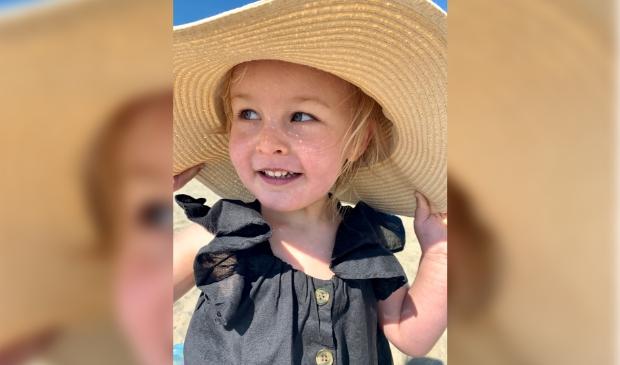 """,,Foto is gemaakt in juni 2021 tijdens onze vakantie op Texel. Te zien is onze dochter Valerie (bijna 3 jaar) op het strand."""""""