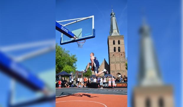 <p>Spektakel op het Torenplein, bij een eerdere editie.</p>