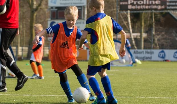 Vier de vakantie bij De Voetbalschool of vv Hoogland Voetbalschool.