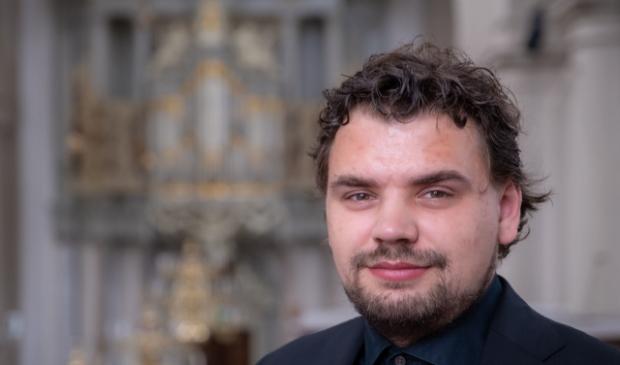 Organist Evan Bogerd