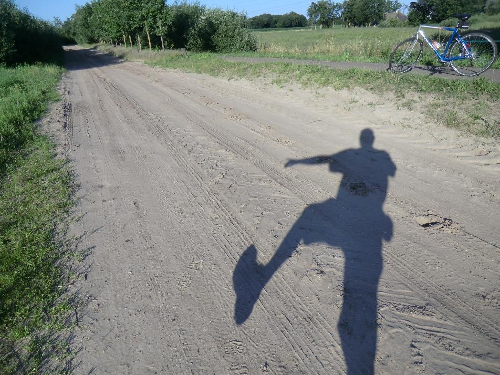 """,,Net buiten Nijkerk, mijn eigen schaduw en mijn fiets op de foto."""" Remco van de Kamp © BDU Media"""