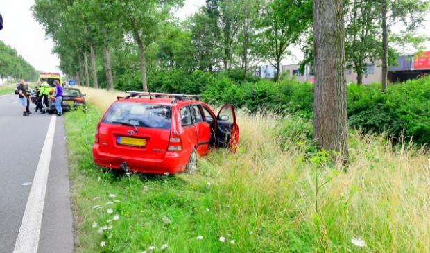 <p>Door nog onbekende oorzaak raakte de<br>bestuurder van de weg.</p>