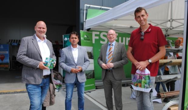 <p>Ton van den Brink, Gerard van den Anker (voorzitter NFO), burgemeester Isabella, Ren&eacute; Bal (adviesbureau Delphy) </p>