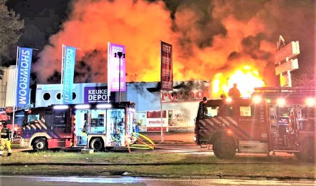 <p>De brand legde een groot deel van het bedrijventerrein in de as. Een deel van de nieuwbouw zou als het aan POS ligt woningbouw kunnen zijn.</p>