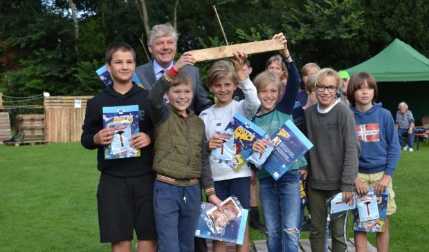<p>Burgemeester Roest deelde drie prijzen uit aan de winnaars van de best gebouwde hutten. Team 21 won de prijs voor creatiefste hut. Zij bouwden een &#39;alienkerk&#39;.</p>