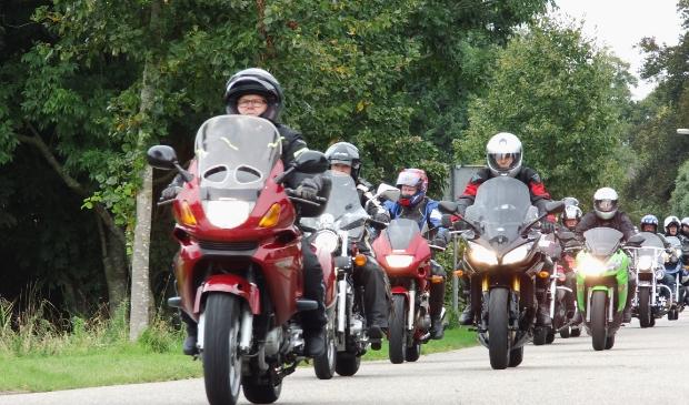 <p>Een goed georganiseerde motorrit van STIMON is een sfeervolle tocht.</p>