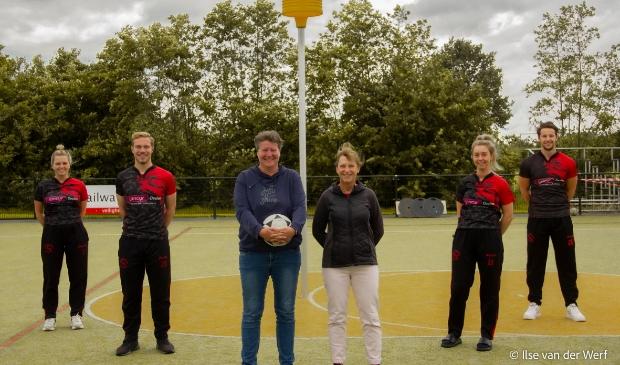 <p>Irene Veenendaal en Joyce Ockerse doen ook dit seizoen samen de coaching van Antilopen 1.</p>
