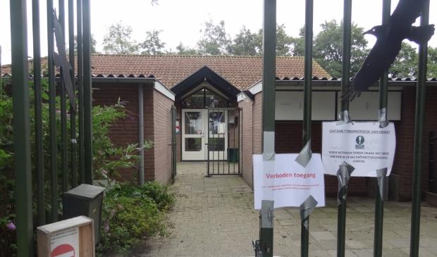 <p>Vogelopvang Soest is in afwachting van de resultaten van een onderzoek naar Vogelgriep. Die komen waarschijnlijk maandagmiddag.</p>