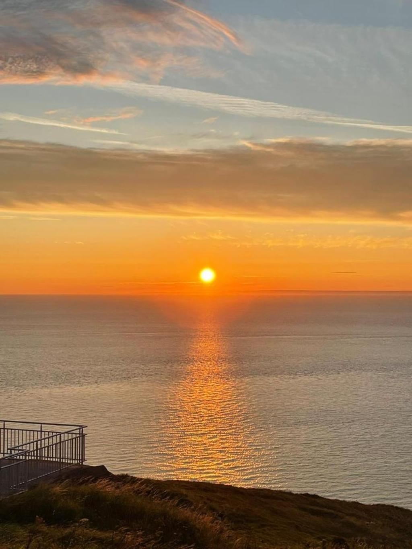""",,Een foto van de zonsondergang gemaakt in Calais (Frankrijk) op woensdag 11 augustus 2021.""""  Gonnie van de Vlasakker © BDU Media"""