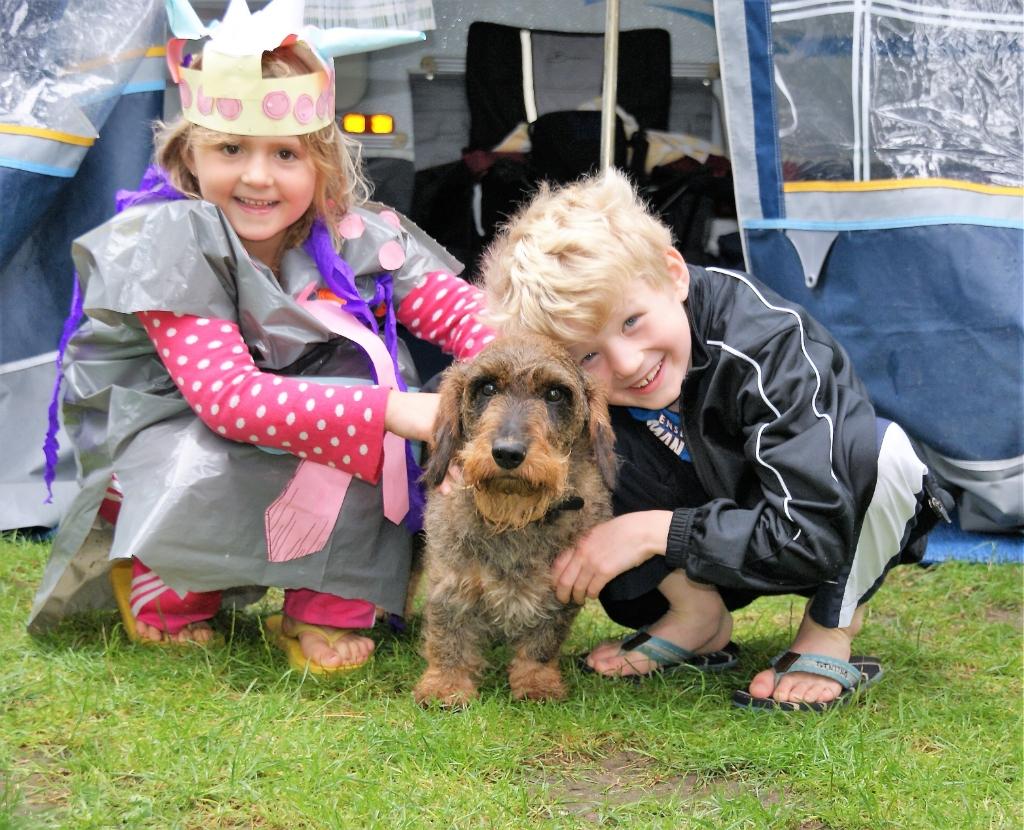 Zomerplezier met z'n drieën op camping De Paal: Noortje, Boro en Benjamin.  Peter Epping © BDU media