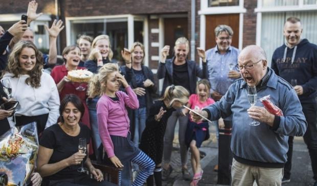 <p><em>Govert Schinkel uit Utrecht wordt in 2019 verrast met de Gouden Buur Award.&nbsp;</em> </p>