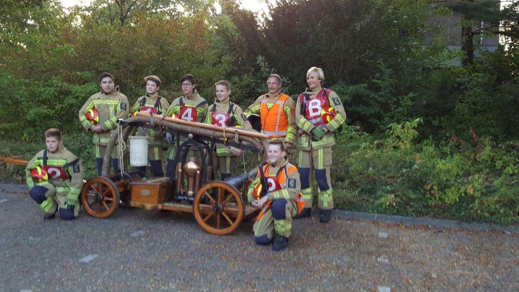 Even op de foto met een groep van de jeugdbrandweer. Eigen foto © BDU