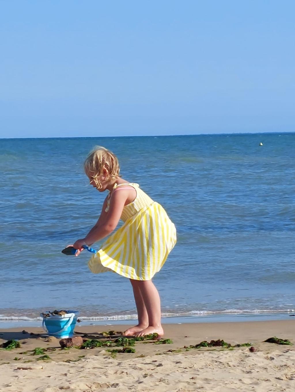 Onze kleindochter Julia vermaakte zich prima aan het strand in de Vendee. J.Veenendaal-Meilink © BDU media
