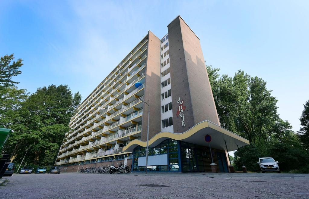 <p>Een van de flats in de Havikstraat.</p>