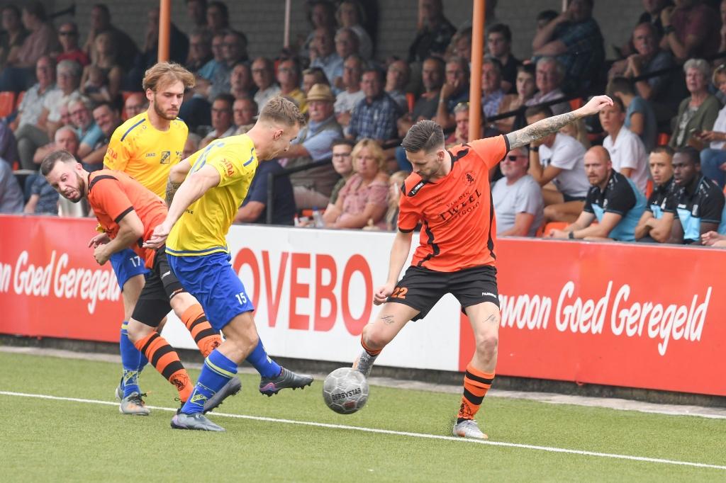 Eindelijk weer competitievoetbal op 'De Ebbenhorst' ...mét publiek ! Aalt Guliker © BDU Media