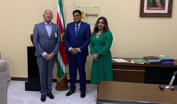 <p>Gerard van den Tweel is honorair consul voor Suriname en ontmoette dinsdag de president en zijn vrouw.</p>