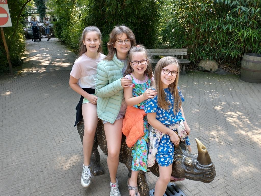 ",,Dierenpark Amersfoort, 5 augustus 2021. Mijn 4 dochters (links naar rechts): Celeste, Emilie, Carice & Roseline."" Jermy Leeuwis © BDU Media"