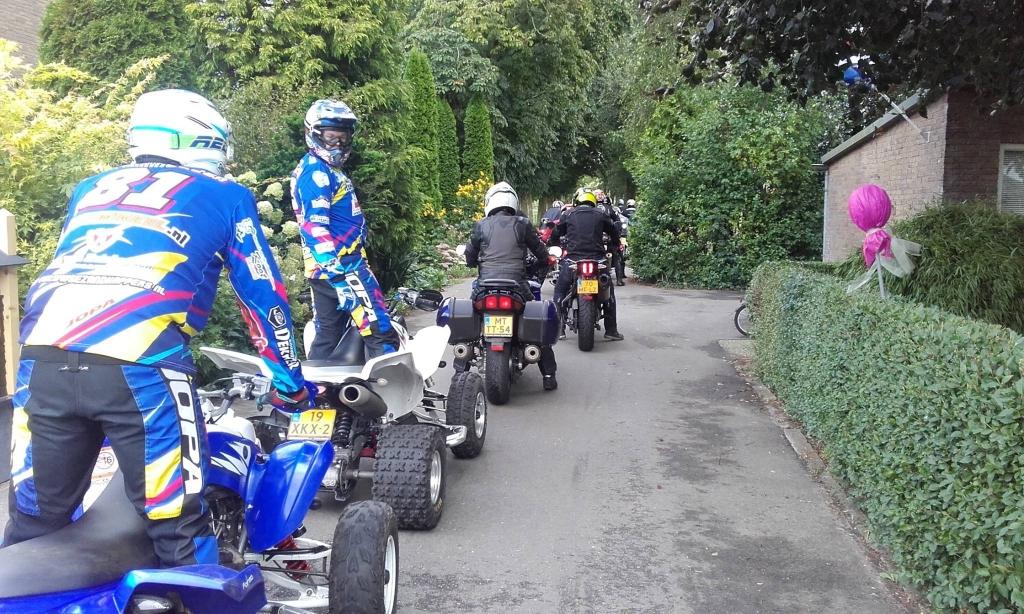 Een motorclub op bezoek bij de Pinsenhof Anja Voskuilen © BDU media