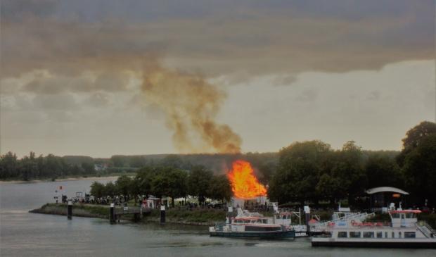 Het Timmerdorp in vuur en vlam.