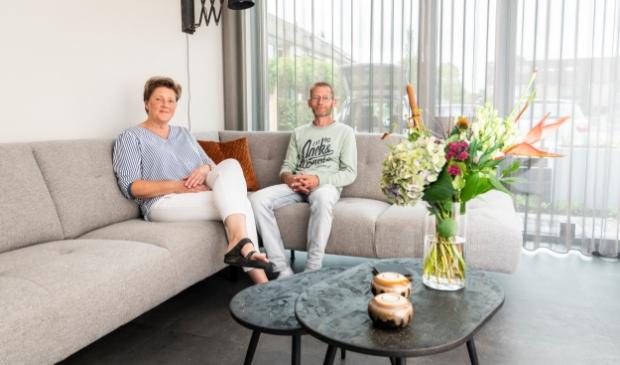 <p>Henk en Marijke zijn heel blij met hun &#39;inbetween&#39;-gordijnen van Rhetap Wonen.</p>
