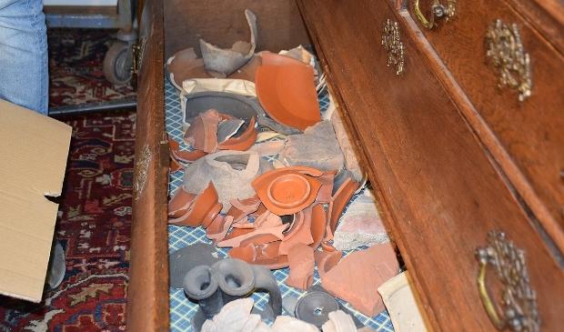 Vondsten in een willekeurige lade. Frank Magdelyns © BDU media