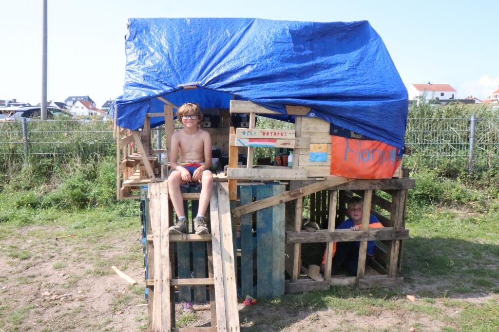 De hotdog tent wordt gerund door Joey en Thyn. Wijnand Burger © BDU Media