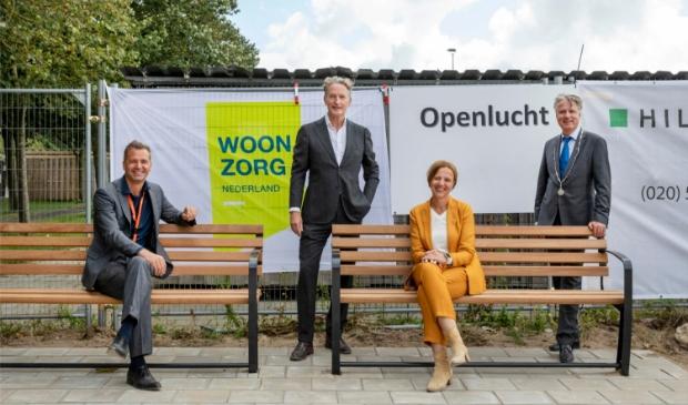 V.l.n.r.: Cedric van der Meulen, Cees van Boven, Marlijn Lenselink en burgemeester David Moolenburgh