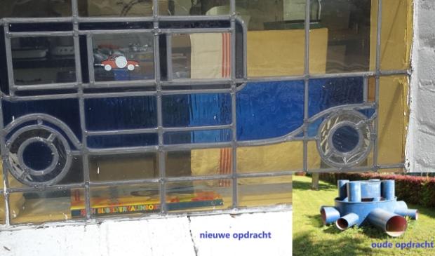 <p>Waar is dit glas in lood raam met daarin een blauwe auto afgebeeld te vinden?</p>
