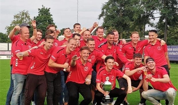 <p>De 23e editie van de strijd om de Wageningen Cup werd een prooi voor ONA &#39;53. De winst werd uitbundig gevierd.</p>