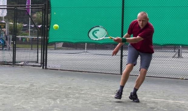 <p>De tennisspeelstijl van de Zeistenaar is defensief te noemen.</p>