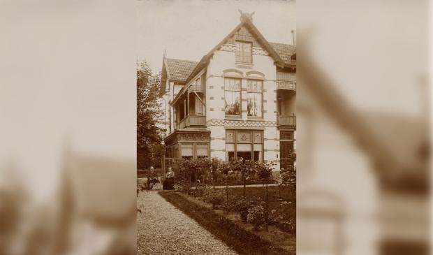 <p>Villa Bandoeng (1901) aan de Soestdijkseweg, met eerste bewoners Dani&euml;l Male en Hermina van der Schuijt. Te bezoeken op 11 september.</p>