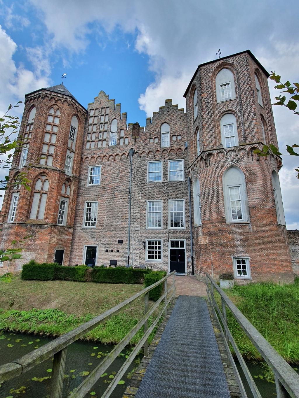 """,,Op een van onze fietstochten kwamen we vandaag langs kasteel Croy bij Aarle-Rixtel in Noord-Brabant."""" Betty Erlings © BDU"""