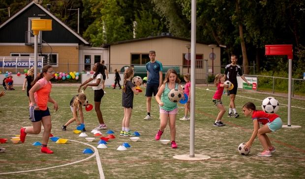 <p>,,Als je dan ook nog een veld vol met lachende kinderen voor je ziet, is het cirkeltje rond &quot;</p>