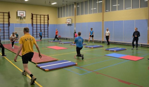 Knieoefening in SneeuwFit-training skivereniging