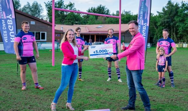 Rugby Club The Pink Panthers ontvangt cheque van 5.000 euro van de VriendenLoterij.