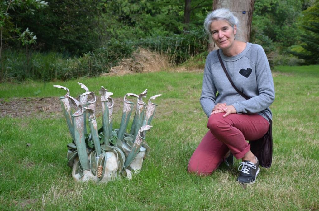 Yvonne Mollee bij één van haar kunstwerken Ali van Vemde © BDU media