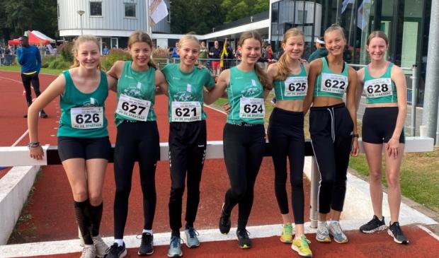 Het Athlos team met v.l.n.r. Mara Schreuder, Floortje Soboll, Dyone van Aller, Sophie van Rijn, Carlijn Scholte, Jaydee Broersma en Eline Vonk