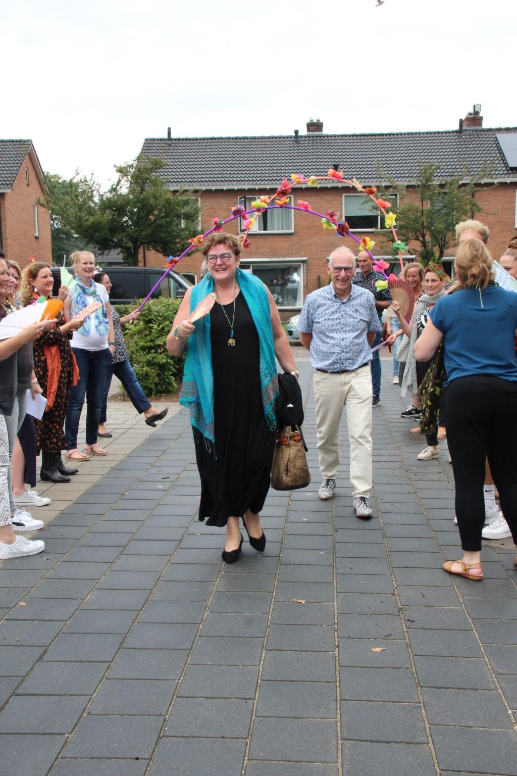 Aankomst juf Mieke B. Kas © BDU media
